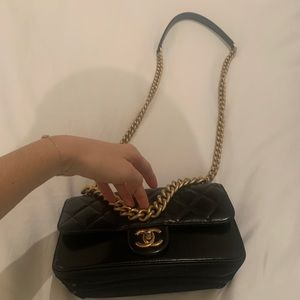 Chanel flapbag with gold chain